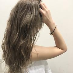 ロング ブラウン ハイライト アッシュ ヘアスタイルや髪型の写真・画像