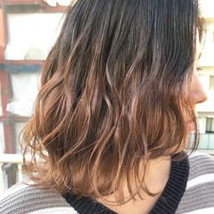 波ウェーブ 透明感 ミディアム グラデーションカラー ヘアスタイルや髪型の写真・画像