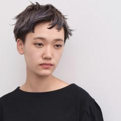 ベリーショート 暗髪 ダブルカラー ハイトーン ヘアスタイルや髪型の写真・画像