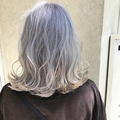 ブリーチ ミディアム モード ホワイト ヘアスタイルや髪型の写真・画像
