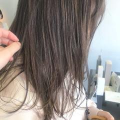 デート イルミナカラー ハイライト ミディアム ヘアスタイルや髪型の写真・画像