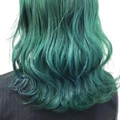ブリーチ ミディアム ブリーチカラー エメラルドグリーンカラー ヘアスタイルや髪型の写真・画像