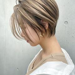 ショートボブ ミルクティーベージュ ハンサムショート ショート ヘアスタイルや髪型の写真・画像