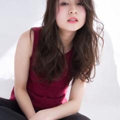 デート セミロング 色気 斜め前髪 ヘアスタイルや髪型の写真・画像