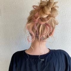 ウルフカット インナーカラー ショートヘア セミロング ヘアスタイルや髪型の写真・画像