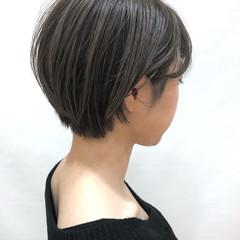 ハイライト ショート 耳かけ ナチュラル ヘアスタイルや髪型の写真・画像