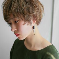 前髪あり ハイライト ナチュラル パーマ ヘアスタイルや髪型の写真・画像