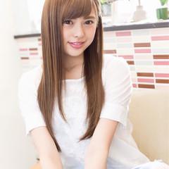 艶髪 ストレート アッシュベージュ ナチュラル ヘアスタイルや髪型の写真・画像