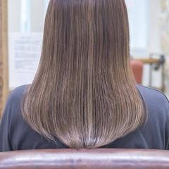 グラデーションカラー バレイヤージュ ロング グレージュ ヘアスタイルや髪型の写真・画像