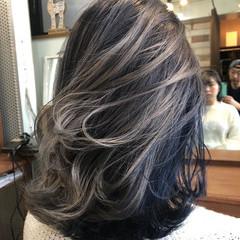 ネイビー 透け感アッシュ ストリート ハイトーンカラー ヘアスタイルや髪型の写真・画像