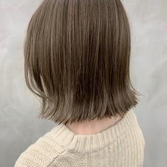 グレージュ 切りっぱなしボブ カーキアッシュ ボブ ヘアスタイルや髪型の写真・画像