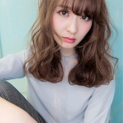 外国人風 アッシュ フェミニン 前髪あり ヘアスタイルや髪型の写真・画像