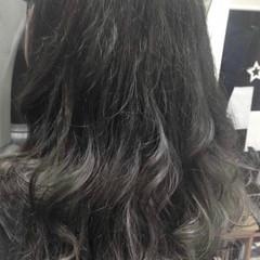 アッシュグラデーション ストリート グラデーションカラー シルバーグレージュ ヘアスタイルや髪型の写真・画像