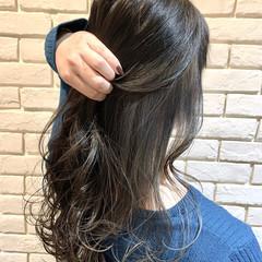 グレージュ ホワイトグレージュ ストリート ロング ヘアスタイルや髪型の写真・画像