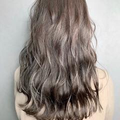 グレージュ イルミナカラー ミルクティーグレージュ ハイライト ヘアスタイルや髪型の写真・画像
