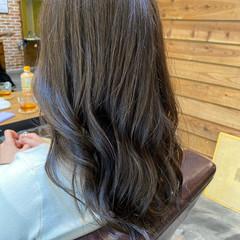 小顔ヘア グレージュ ロング アッシュグレージュ ヘアスタイルや髪型の写真・画像