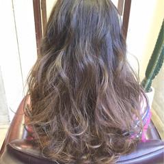 アッシュベージュ セミロング アッシュ ストリート ヘアスタイルや髪型の写真・画像