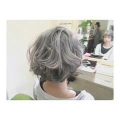 ショートボブ ガーリー アッシュ ハイトーン ヘアスタイルや髪型の写真・画像