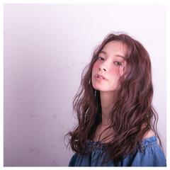 セミロング 波ウェーブ おフェロ パーマ ヘアスタイルや髪型の写真・画像
