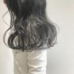 アッシュグレー シルバーアッシュ イルミナカラー ナチュラル ヘアスタイルや髪型の写真・画像