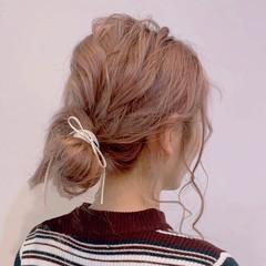 お団子ヘア セミロング ナチュラル 簡単ヘアアレンジ ヘアスタイルや髪型の写真・画像