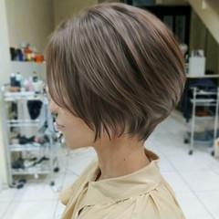 ミニボブ 斜め前髪 ショートヘア コントラストハイライト ヘアスタイルや髪型の写真・画像
