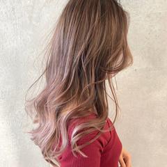 ピンクベージュ インナーカラー ロング ピンクアッシュ ヘアスタイルや髪型の写真・画像