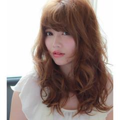 オフィス ウェーブ イルミナカラー アンニュイ ヘアスタイルや髪型の写真・画像