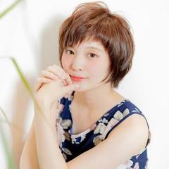 アシメバング ショートバング ガーリー ショート ヘアスタイルや髪型の写真・画像