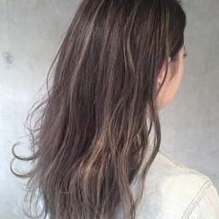 グレージュ ハイライト フェミニン 外国人風カラー ヘアスタイルや髪型の写真・画像