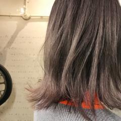 グレーアッシュ ストリート パープル ミディアム ヘアスタイルや髪型の写真・画像