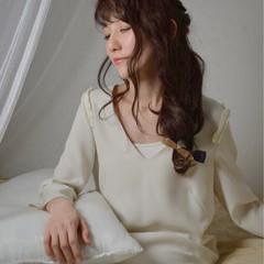 セミロング ヘアアレンジ フェミニン かっこいい ヘアスタイルや髪型の写真・画像