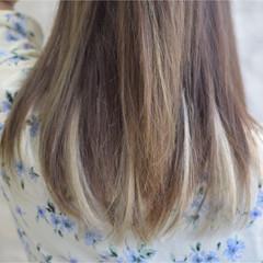 セミロング ホワイトベージュ メッシュ ホワイトカラー ヘアスタイルや髪型の写真・画像