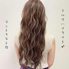ブリーチ コントラストハイライト ミルクティーベージュ フェミニン ヘアスタイルや髪型の写真・画像