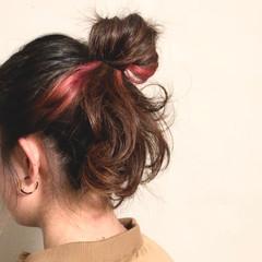 ヘアアレンジ インナーカラーレッド ポイントカラー ガーリー ヘアスタイルや髪型の写真・画像