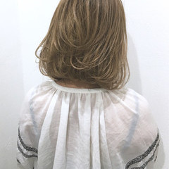 ナチュラル ミルクティー ミディアム 切りっぱなし ヘアスタイルや髪型の写真・画像