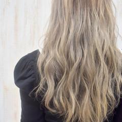 ミルクティーグレージュ ロング ブロンドカラー ミルクティーベージュ ヘアスタイルや髪型の写真・画像
