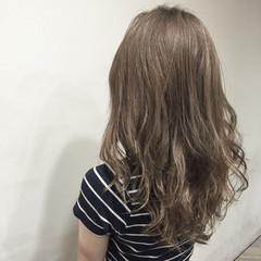 ゆるふわ アッシュ グレージュ ガーリー ヘアスタイルや髪型の写真・画像