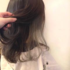 アッシュグレージュ インナーカラー グレージュ ミディアム ヘアスタイルや髪型の写真・画像