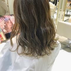 オリーブブラウン ロング エレガント オリーブアッシュ ヘアスタイルや髪型の写真・画像