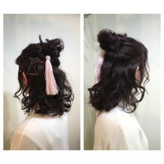 ショート ハーフアップ お団子 ルーズ ヘアスタイルや髪型の写真・画像