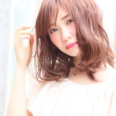 パーマ ハイライト ミディアム シースルーバング ヘアスタイルや髪型の写真・画像