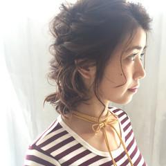 簡単ヘアアレンジ ミディアム フェミニン アンニュイほつれヘア ヘアスタイルや髪型の写真・画像