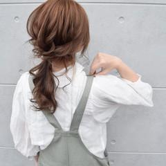 ヘアアレンジ ベージュ ガーリー ローポニーテール ヘアスタイルや髪型の写真・画像
