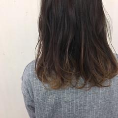 ミディアム ミルクティーベージュ ヌーディベージュ グラデーションカラー ヘアスタイルや髪型の写真・画像