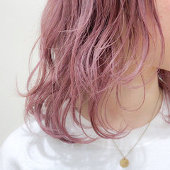 ブリーチ ミディアム 透明感 フェミニン ヘアスタイルや髪型の写真・画像
