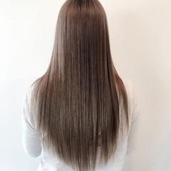 ロング グレー 外国人風カラー フェミニン ヘアスタイルや髪型の写真・画像