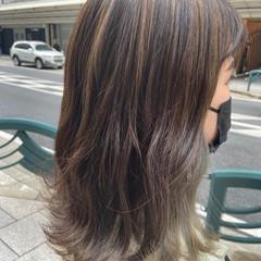 アッシュグレージュ インナーカラー ナチュラル 透明感カラー ヘアスタイルや髪型の写真・画像
