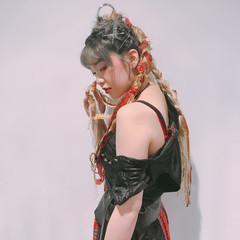 ショート グラデーションカラー 三つ編み グレージュ ヘアスタイルや髪型の写真・画像