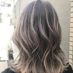 グラデーションカラー グレージュ ホワイトアッシュ バレイヤージュ ヘアスタイルや髪型の写真・画像